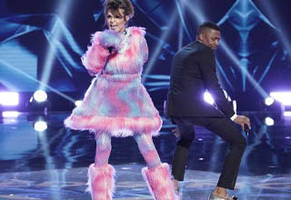 Sarah Palin Rapping 'Baby Got Back' on 'The Masked Singer'