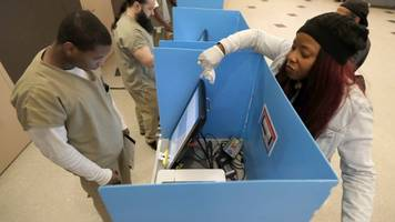 chicago becomes first city to open a polling place inside local jail