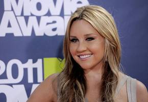 amanda bynes announces that she is pregnant, then deletes the post