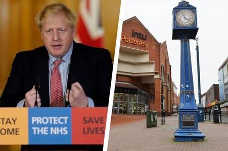 Coronavirus updates: Half a million volunteer as UK death toll reaches 465