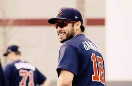 travis d'arnaud chose braves for title chase, family atmosphere