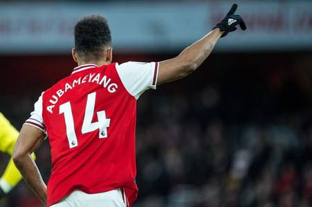 Staying at Arsenal is Aubameyang's best option