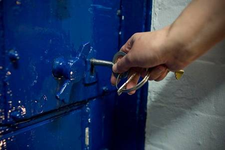 expert says some prisoners 'should be freed to slow covid-19 spread'