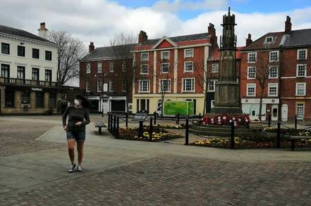 Lockdown transforms Retford into 'ghost town' as shops shut and streets empty