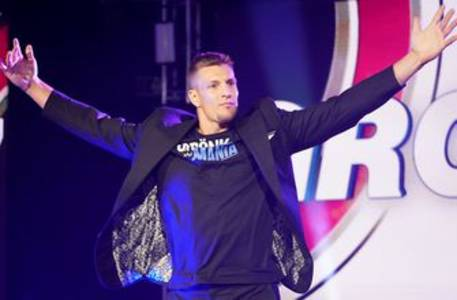 rob gronkowski revealed as performer on fox's the masked singer