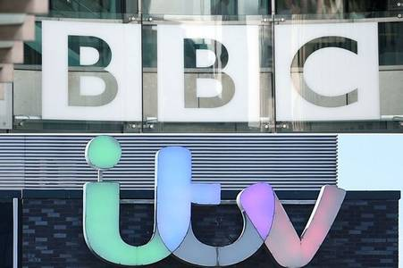 itv and bbc will pause for clap for carers at 8pm tonight