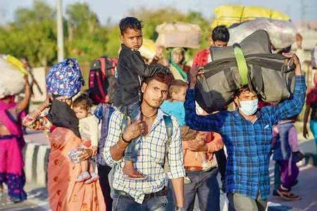 ex-ranji cricketer sanjay bhatia, friends provide food, funds to migrants on national highway