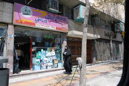 iran warns of coronavirus surge after many ignore 'stay home' rules
