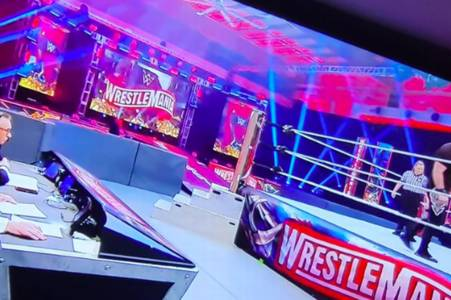 wwe fans notice 'one fan' that sneaked into wrestlemania behind closed doors