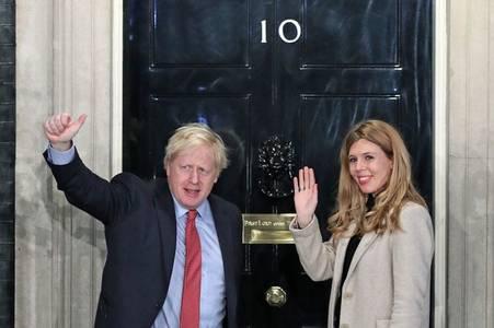 Boris Johnson admitted to hospital as coronavirus symptoms persist