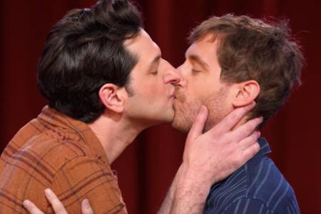 watch ben schwartz and thomas middleditch kiss in trailer for netflix improv comedy specials (video)