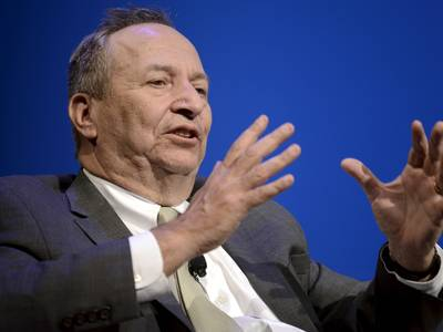 Larry Summers says this stimulus package would be hard to execute by the most competent government, calling the US government one 'run like a highly opportunistic family real estate business'