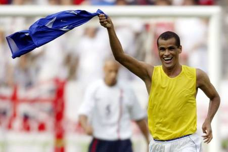 brazil legend rivaldo explains why the classic no.9 is dying out in football